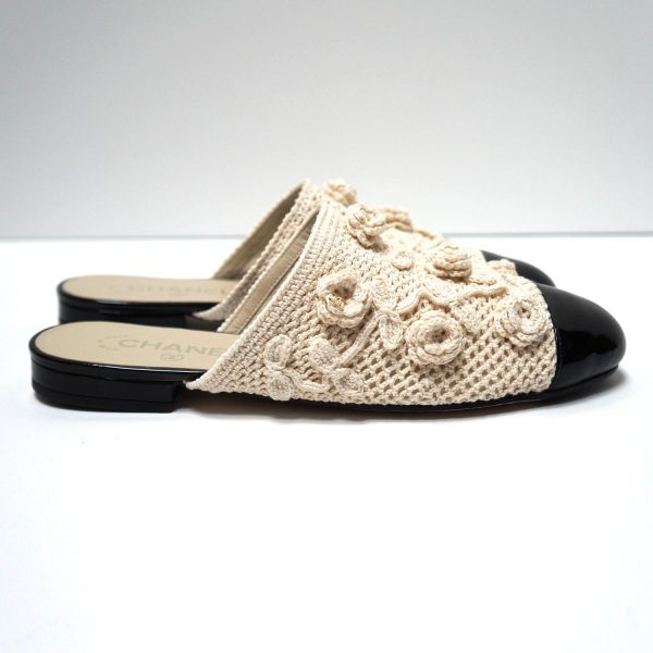 CHANEL 17C Beige Black Camellia Flower Crochet Flat Shoes Size 39